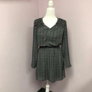DR2 sz Small Dress Long Sleeve V-Neck